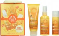 The Body Shop Vitamin C Travel Exclusive Gavesæ 100ml Energizing Face Spritz + 75ml Microdermabrasion + 30ml Skin Boost + Facial Buffer